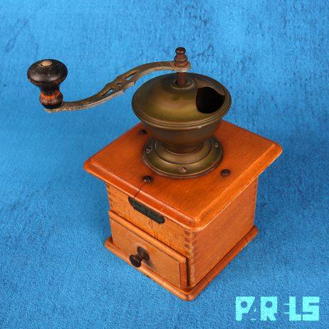 vinatge houten PeDe koffiemolen bonen