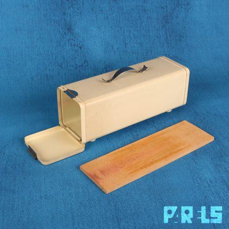 vintage ontbijtkoekblik brabantia houten plankje