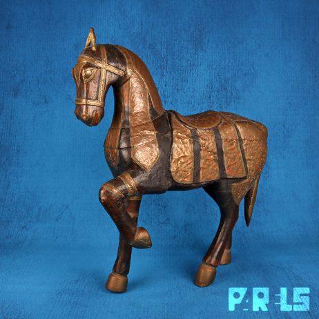 groot massief houten beeld paard India houtsnijwerk koperbeslag