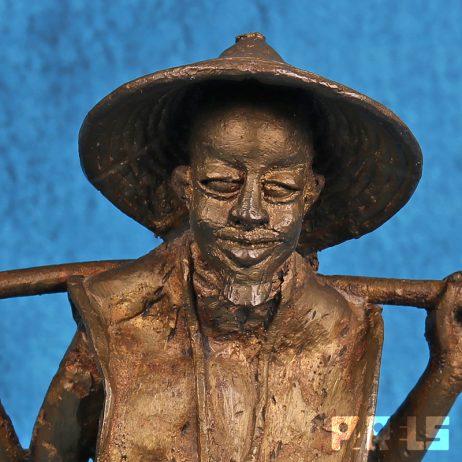 metalen Aziatische/Chinese waterdrager beeldje