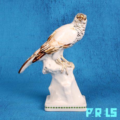 antiek beeld porselein roofvogel havik valk goud Duits Boheems gesigneerd sculptuur