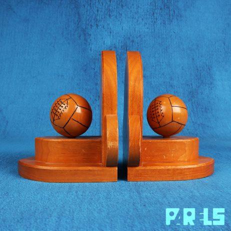 vintage houten Art Deco boekensteunen Mia Vennings Breda Amsterdamse School Halstraat Heuvelkwartier winkel volleybal